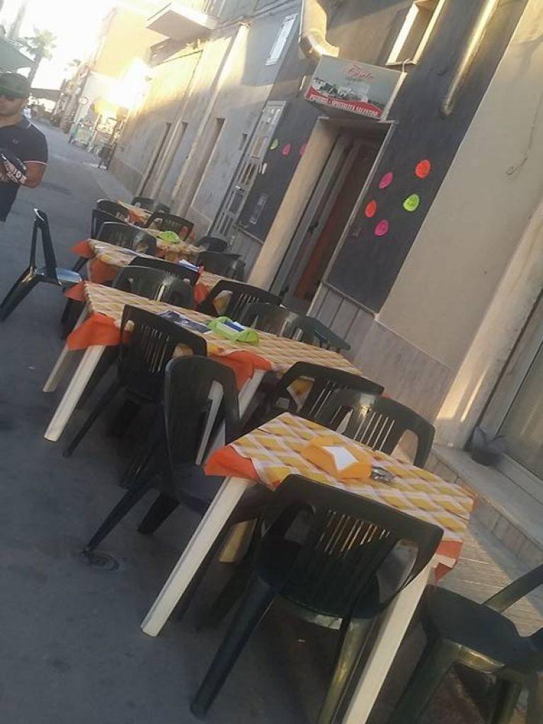 Tavolini all'aperto